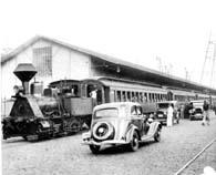 サントス港から出発する汽車の様子