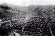 お椀を伏せたような小山が続くセッチ・バーラスの地形(『二十年記念真帳』)
