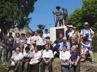 ドミニカ国策日本人農業移住記念碑の前でパチリ