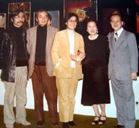 日系芸術家の仲間と。中央が富江さん、左端が豊田さん