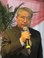 昨年10月の同地方百周年式典であいさつする金子国栄レジストロ文協会長