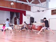 大太鼓を用いた全体練習は迫力がある
