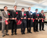 昨年5月、茂木敏光経済産業大臣(中央左)が来伯して大々的に行われた「プラットフォーム事業」立ち上げ式の様子