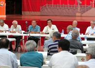 総会の様子(左から3人目が島袋副会長)