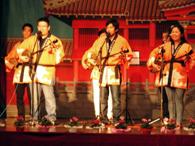 琉球民謡保存会「ニセーター」の演奏