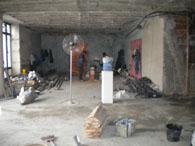 壁、床、天井が取り払われた史料館事務局