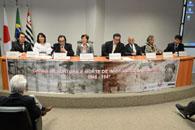 真相究明委員会のサンパウロ州小委員会「日本移民の死と拷問」公聴会の様子。左から3人目がジョーゴ州議、カルドーゾ弁護士、奥原、日高。(写真=CVESP)