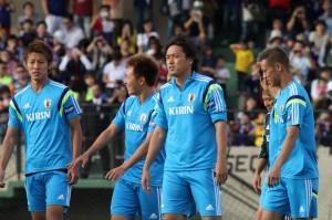 練習に臨む(左から)柿谷、齋藤、遠藤、本田