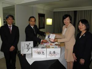 丹羽事務局長、板垣理事長、安倍首相夫人、梅田大使夫人(左から)