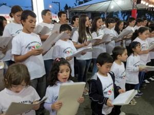 聖南西地区の日語学校生徒が歌声を披露した