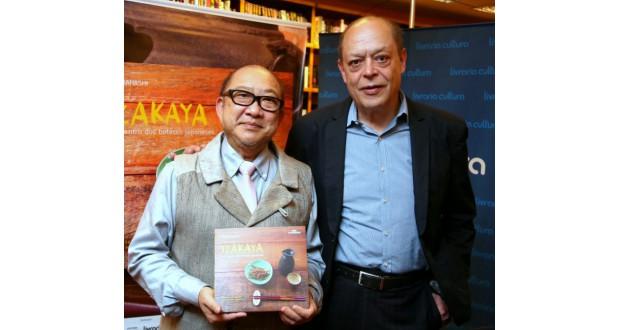 刊行記念会で、高橋代表とブレノ氏(写真撮影=マリオ・ボック)
