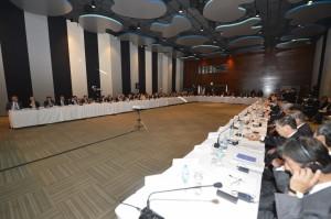 両国の主要な企業家が一堂に会した同会議では、石油・ガスといったエネルギー開発やインフラ整備、人材交流の促進などの意見交換がなされた。伯側からは同会のエリエゼール・バチスタ氏名誉会長、日本側から経団連の榊原定征会長やトヨタ自動車の内山田竹志会長らが出席した(Foto: José Paulo Lacerda/ CNI)