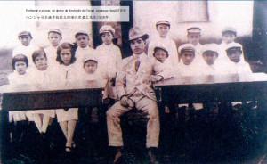 ハンジャ日本語学校の児童と教師(1918年)