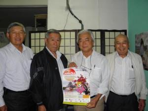 来社した北原、上原、吉田、村上さん(左から)