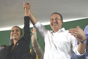 カンポス(右)の飛行機事故死を受けて、劇的に出馬したマリナ(Jose Cruz/ABr - Agencia Brasil)