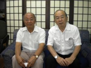 小山田前会長(左)と田呂丸会長