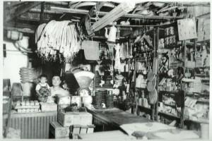 1940年代の日本人商店の様子(『Brasil-500 anos de povoamento』204頁)