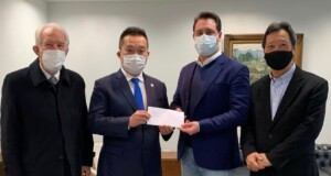 左からピアナ副知事。永田兵庫県事務所所長、マッサ州知事、西森ルイス下議