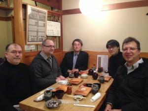 ジェームス、小島、羽生、マリウス、チェスプレイヤーのジャック・ピノーさん(右から)写真提供=小島慎也氏