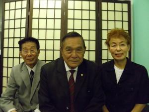 来社した山尾、池崎、市田さん(左から)