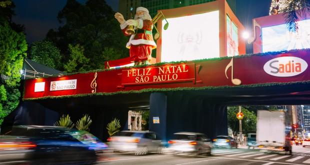 パウリスタ大通りを飾るクリスマスイルミネーション(Leon Rodrigues/Secom/PMSP)