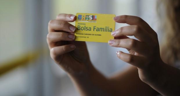 ボウサ・ファミリアの資格カード(Jefferson Rudy/Agência Senado)