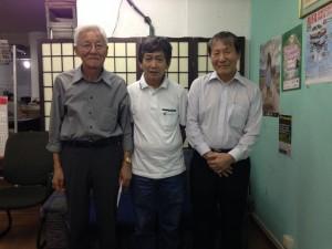 左から、案内のために来社した石松さん、石井さん、登地さん