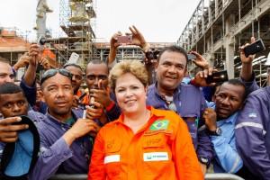 2013年末にアブレウ・エ・リーマ製油所建設現場を訪れたジウマ大統領(Foto: Roberto Stuckert Filho/PR)