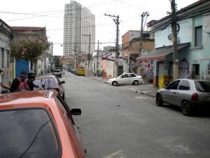 軍警と住民が衝突したエストゥダンテ街とエガス・ムニス・デ・アラガン街の交差点
