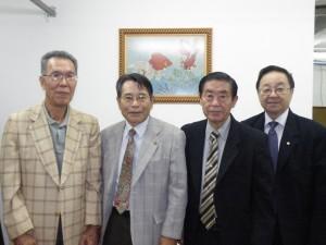 左から野口博史事業部長、中沢会長、川合昭副会長、宮村秀光副会長