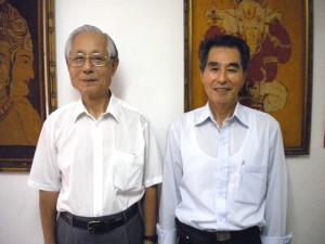 来社した村井理事長(左)と小池理事