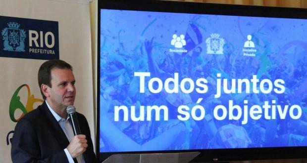 リオ五輪の準備状況を説明する、エドゥアルド・パエス・リオ市長(Beth Santos/Prefeitura do Rio de Janeiro)