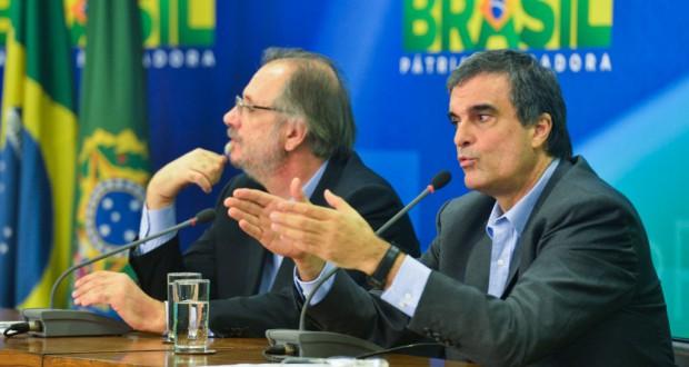 記者会見に臨んだ大統領府総務室長官(左)と法相(José Cruz/Agência Brasil)