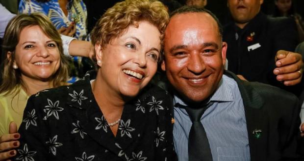 19日、ゴイアニアでのジウマ大統領(Roberto Stuckert Filho/PR)