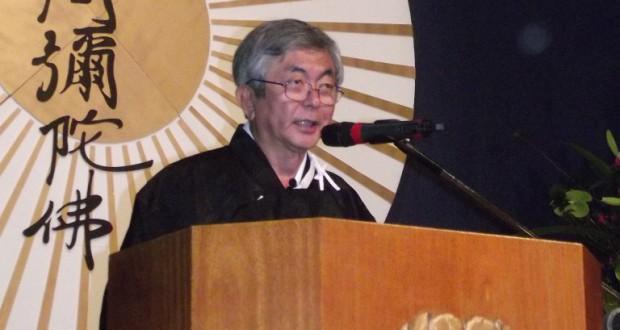 12年8月にあった真宗大谷派の60周年式典で挨拶をする大谷氏
