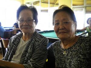 上田さん(左)と娘のニーナさん(72、二世)