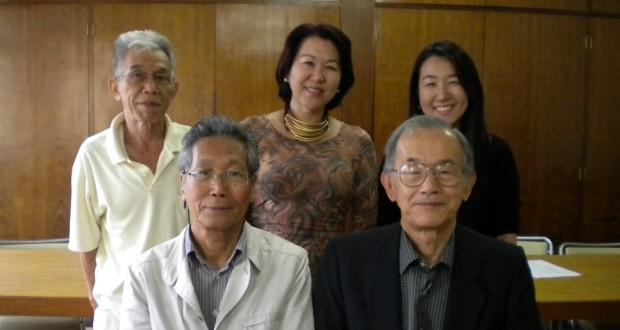 松村会長(前列左)ら新役員の皆さん