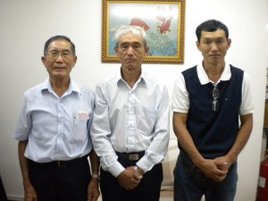 (左から)中島会長、武藤、菅野両副会長