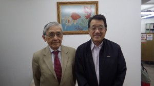 山添委員長(左)と長井副委員長