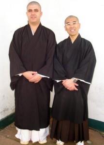 英陽さん(左)と池永上人