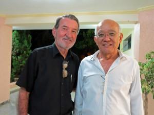 アントニオさん(左)と宗高古堅オズワルド・クルス文協名誉会長
