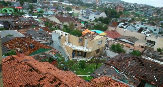 竜巻の直撃を受けて全壊した家屋(Defesa Civil SC)