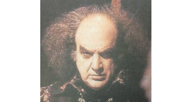 俳優としての代表作、〃Que Rei Sou Eu?〃の魔術師ラベンガルに扮するアントニオ・アブジャンラ氏(Divulgação)