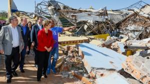 27日に被災地を訪問したジウマ大統領(Roberto Stuckert Filho/PR)