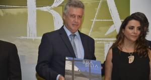 ブラジリア55周年の展覧会に参加したロドリゴ・ロレンベルグ知事(Valter Campanato/Agência Brasil)