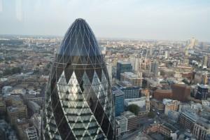 セント・メリー・アクス通り30番地に聳え立つ超高層ビルから見た英国ロンドンの町並み(Foto: Matt Brown)