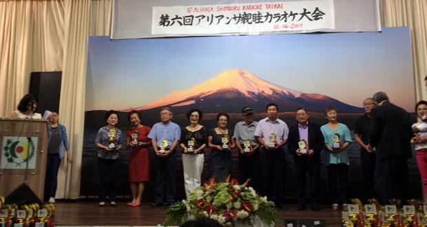 表彰される参加者ら