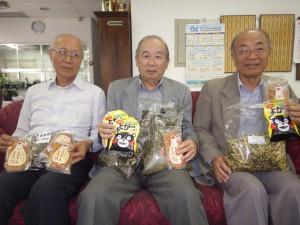来場を呼びかける(左から)赤木書記、田呂丸会長、小山田前会長