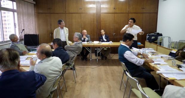 説明する山田実行委員長(左)と市川委員(右)