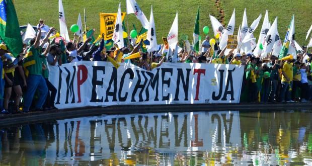 ブラジリアにつめかけ抗議するブラジル自由運動のメンバー(MBL)(Valter Campanato/Agencia Brasil)